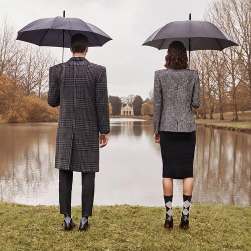 costume-homme-chaussettes-burlington-et-parapluie